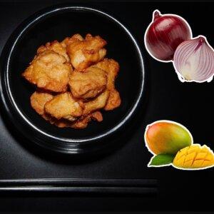 Karaage au chutney de mangue et à l'oignon rouge