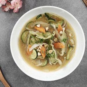 Soupe de gyoza au miso & cacahuètes